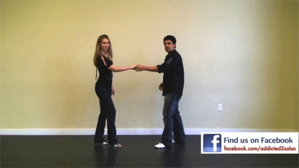 el paso de swing de salsa Salsa Dance Video
