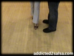 How to Dance the Basic Steps to Salsa Dancing